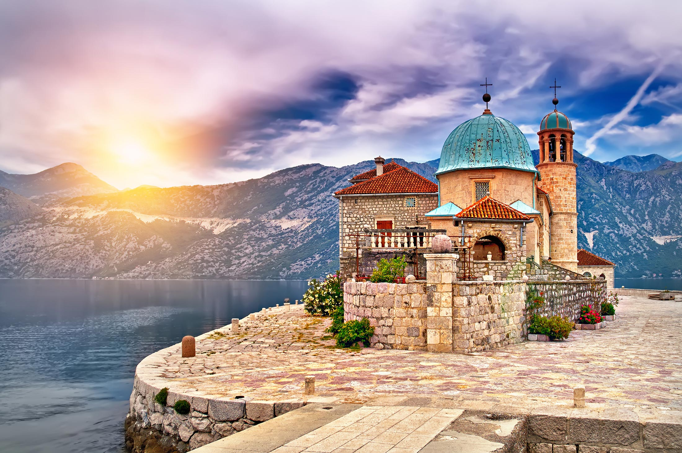Castle-on-Island-on-the-lake-in-Montenegro